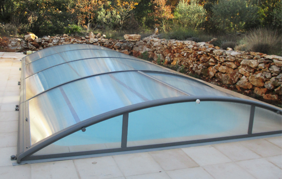 abri moteur piscine luabri de piscine plat motoris offre les mmes avantages ceci prs que le. Black Bedroom Furniture Sets. Home Design Ideas